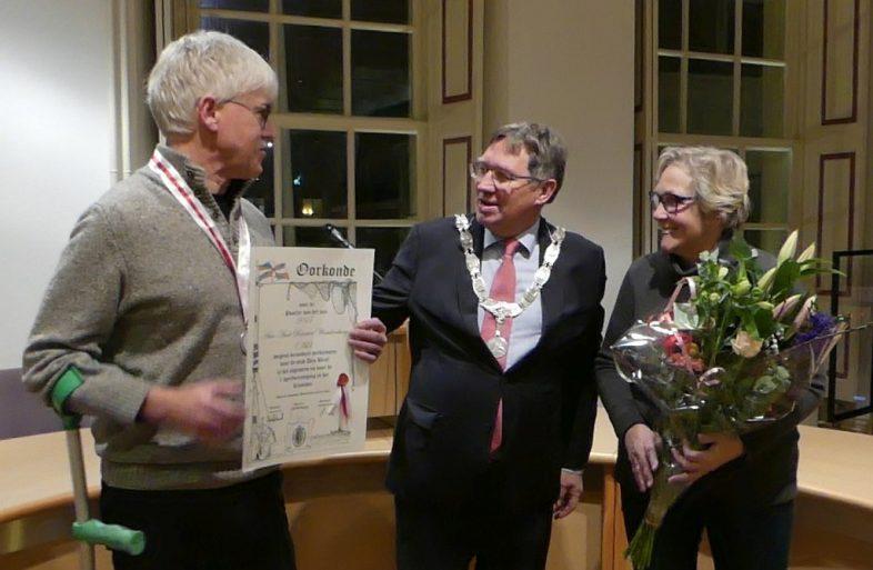Poorter van het jaar 2017 - Ad Woudenberg met zij vrouw en burgemeester Gregor Rensen.